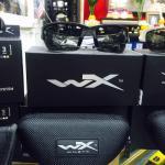https://youtu.be/VsWr5B01xGQ New.แว่นตา Wiley X รายละเอียด: แว่นตา Wiley X - แว่น Tactical ที่ผ่านมาตรฐานของกองทัพสหรัฐ และ ANSI มาตรฐานความปลอดภัยสูง สามารถป้องกันสะเก็ดและแรงกระแทก ได้สามารถเปลี่ยนเลนส์ได้ ทำจาก POLYCARBONATE - ตัวเลนส์ป้องกันแสง UVA แล