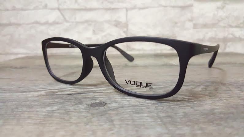 Vogue 5005 w44 โปรโมชั่น กรอบแว่นตาพร้อมเลนส์ HOYA ราคา 2,200 บาท