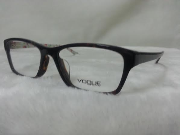 Vogue 2952 2299 โปรโมชั่น กรอบแว่นตาพร้อมเลนส์ HOYA ราคา 2,500 บาท