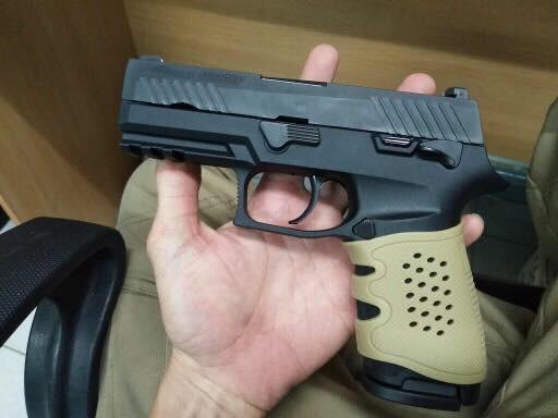 New.ด้ามยางกันลื่น Handgon Grips สามารถใส่ปืนสั้นได้ทุกรุ่น ราคาพิเศษ