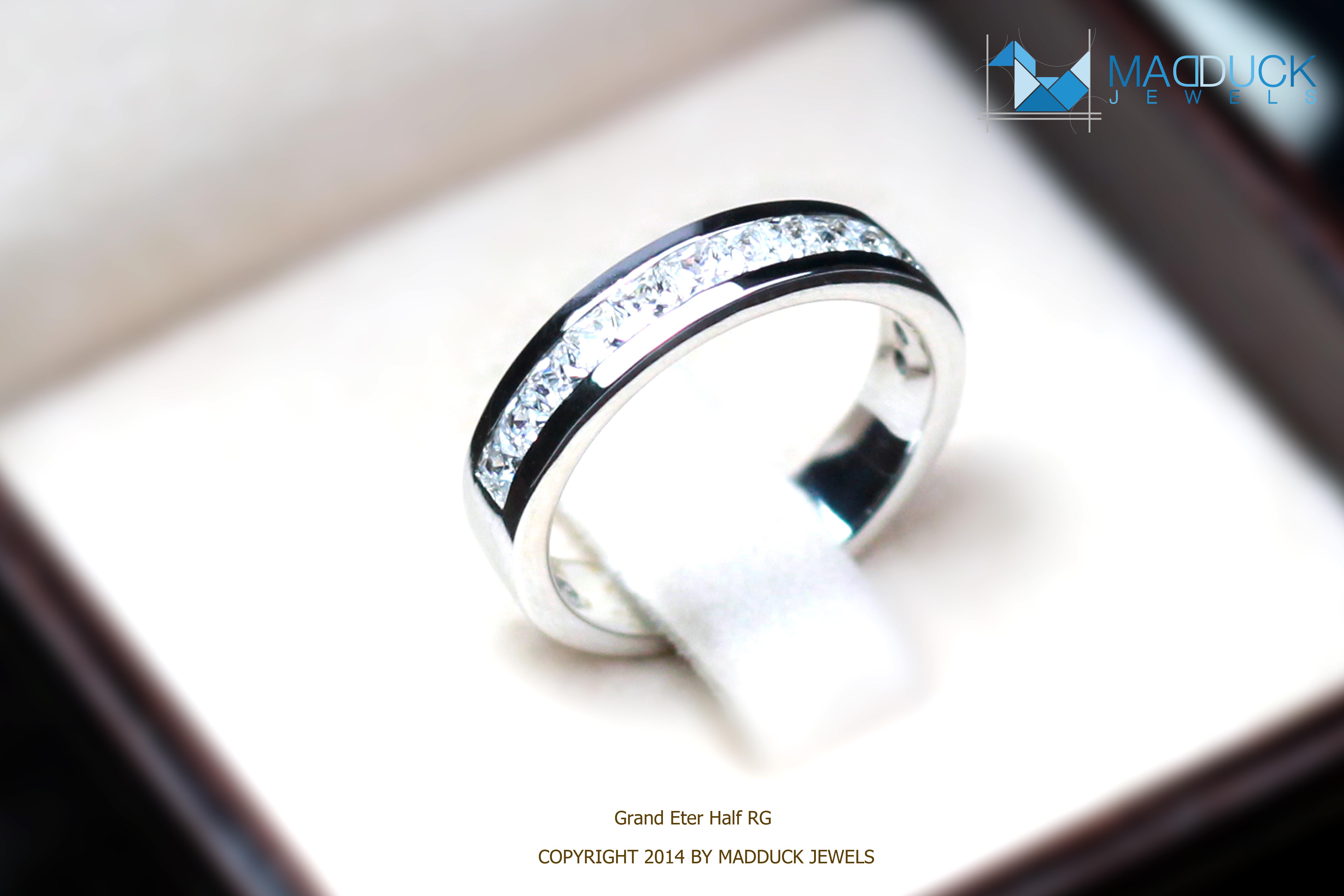แหวนเงินแท้ เพชรสังเคราะห์ ชุบทองคำขาว รุ่น RG1434 Grand Eternity Half B