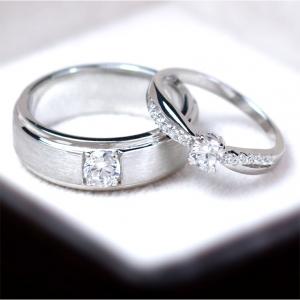 แหวนคู่รักเงินแท้ เพชรสังเคราะห์ ชุบทองคำขาว รุ่น LV14181449 Tollway Star B & Shine Bride