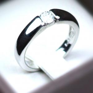 แหวนเงินแท้ เพชรสังเคราะห์ ชุบทองคำขาว รุ่น RG1478 Dot Moon B