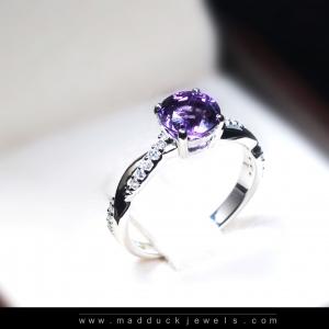แหวนเงินแท้ พลอยแท้ ชุบทองคำขาว รุ่น RG1536am 1 carat Amethyst Cute Twist