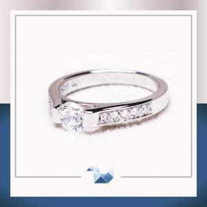 แหวนเงินแท้ เพชรสังเคราะห์ ชุบทองคำขาว รุ่น RG1540 Diamond Gate Mini